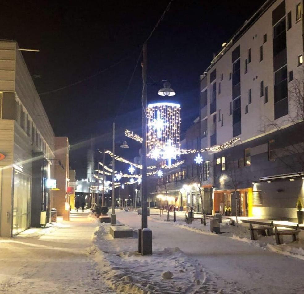 Rua em Alta, na Noruega, por volta das 14h durante o inverno — Foto: Nathália Pimenta / Arquivo Pessoal