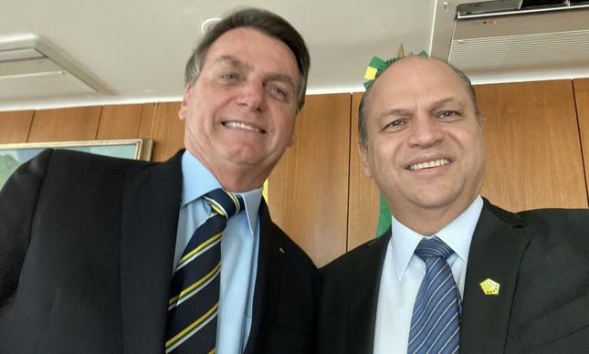 Jair Bolsonaro e seu líder, Ricardo Barros, tiram selfie juntos