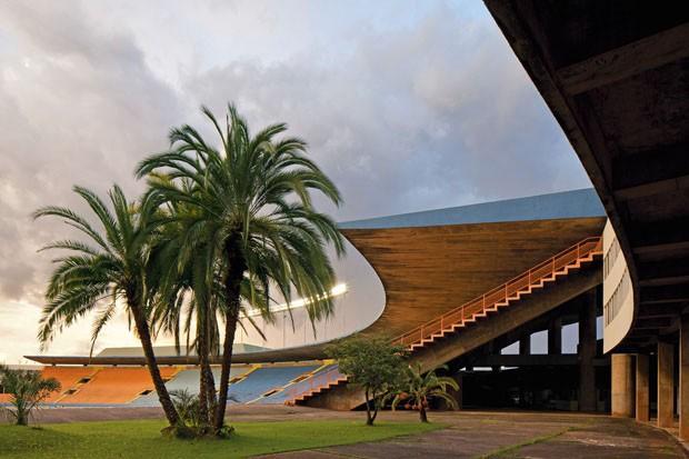Estádio Serra Dourada, por Paulo Mendes da Rocha (Foto: Leonardo Finotti)