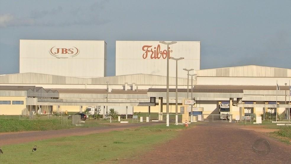 Planta frigorífica da JBS em Barra do Garças — Foto: TVCA/Reprodução