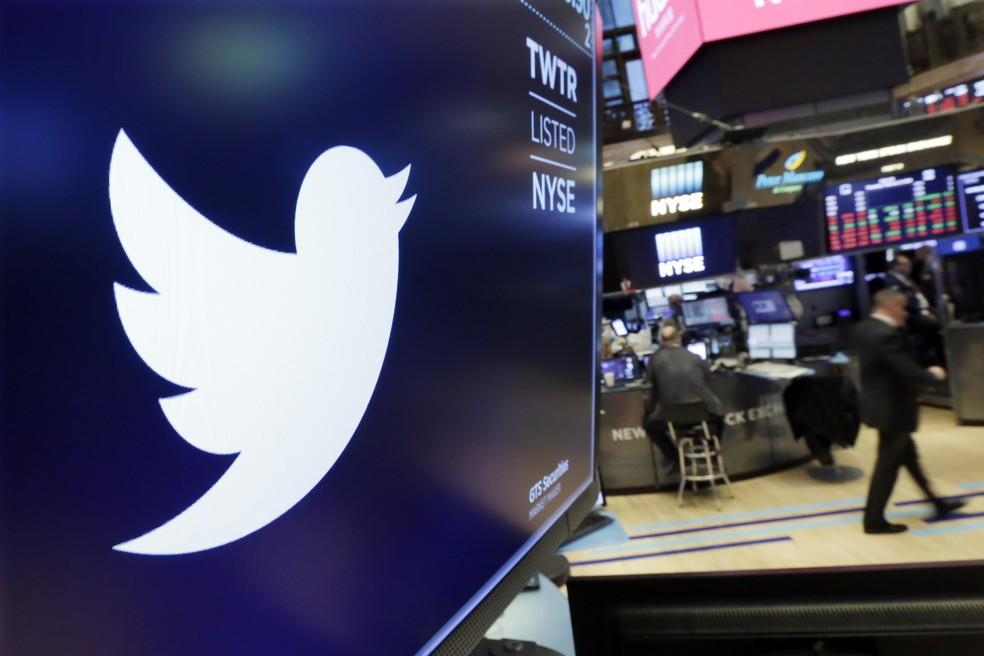 Logo do Twitter na Bolsa de Valores de Nova York (Foto: AP/Richard Drew)
