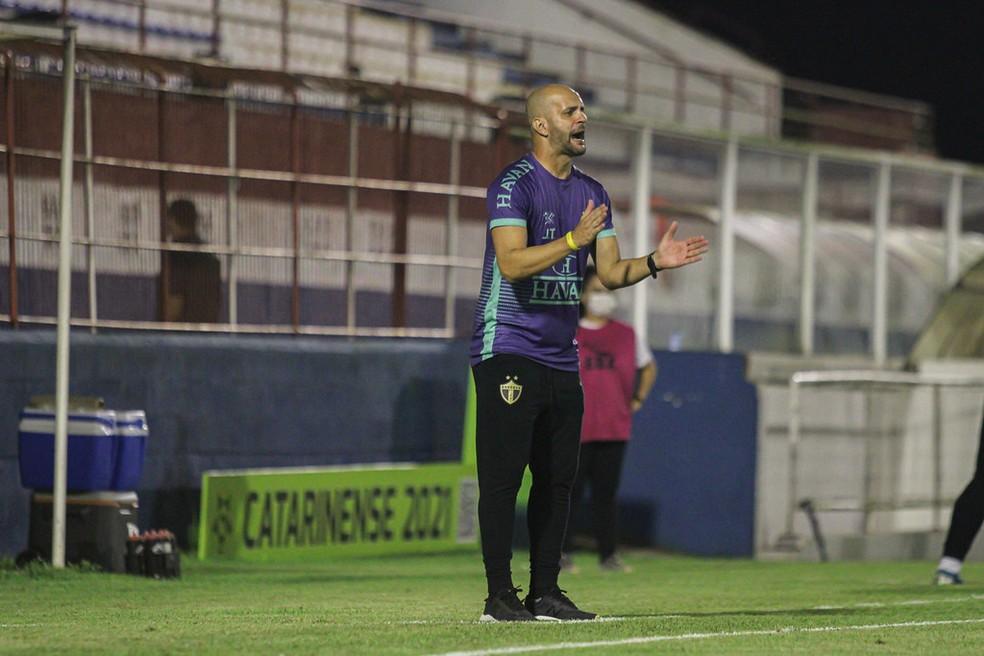 Jerson Testoni comanda o Brusque nas semifinais do estadual — Foto: Lucas Gabriel Cardoso/Brusque FC