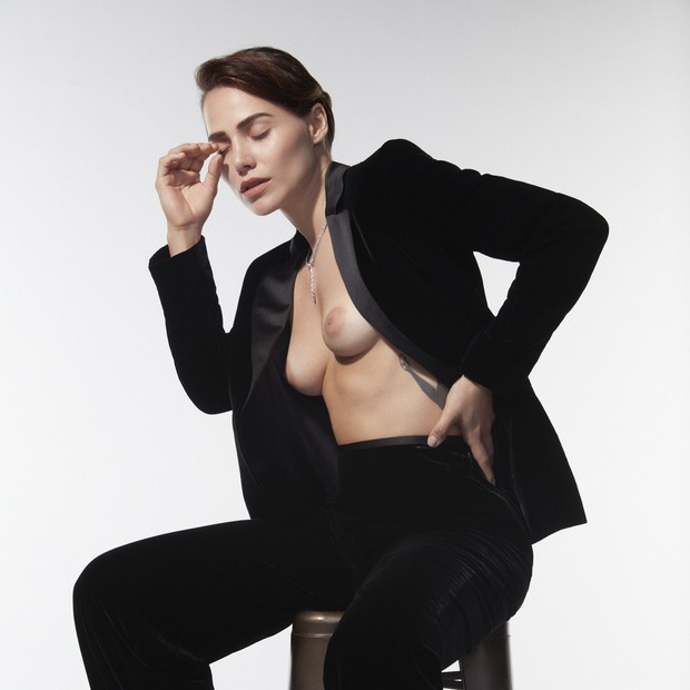 """Leticia Colin questiona: """"Por que os homens podem sair sem camisa e nós, não?"""" (Foto: Bruna Castanheira/GROUPART)"""