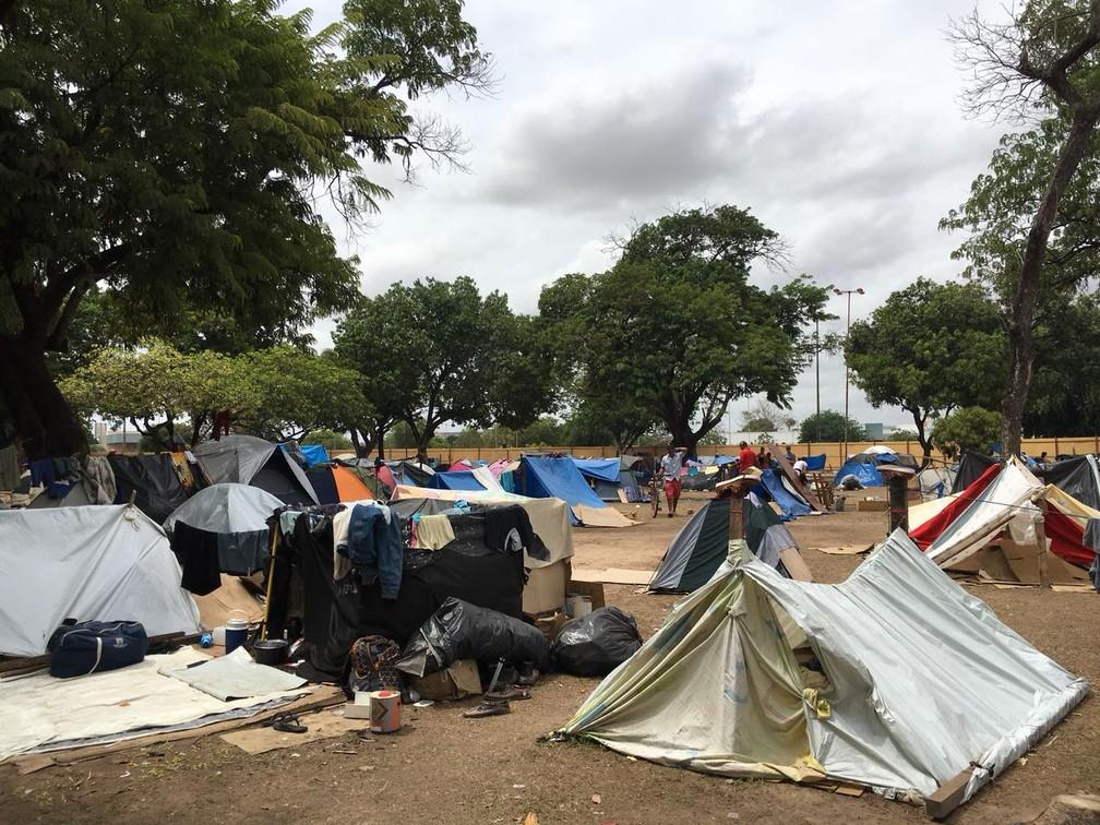 Praça Simón Bolívar onde mais de 1,2 mil venezuelanos viviam acampados no ano passado — Foto: Emily Costa/G1 RR/Arquivo