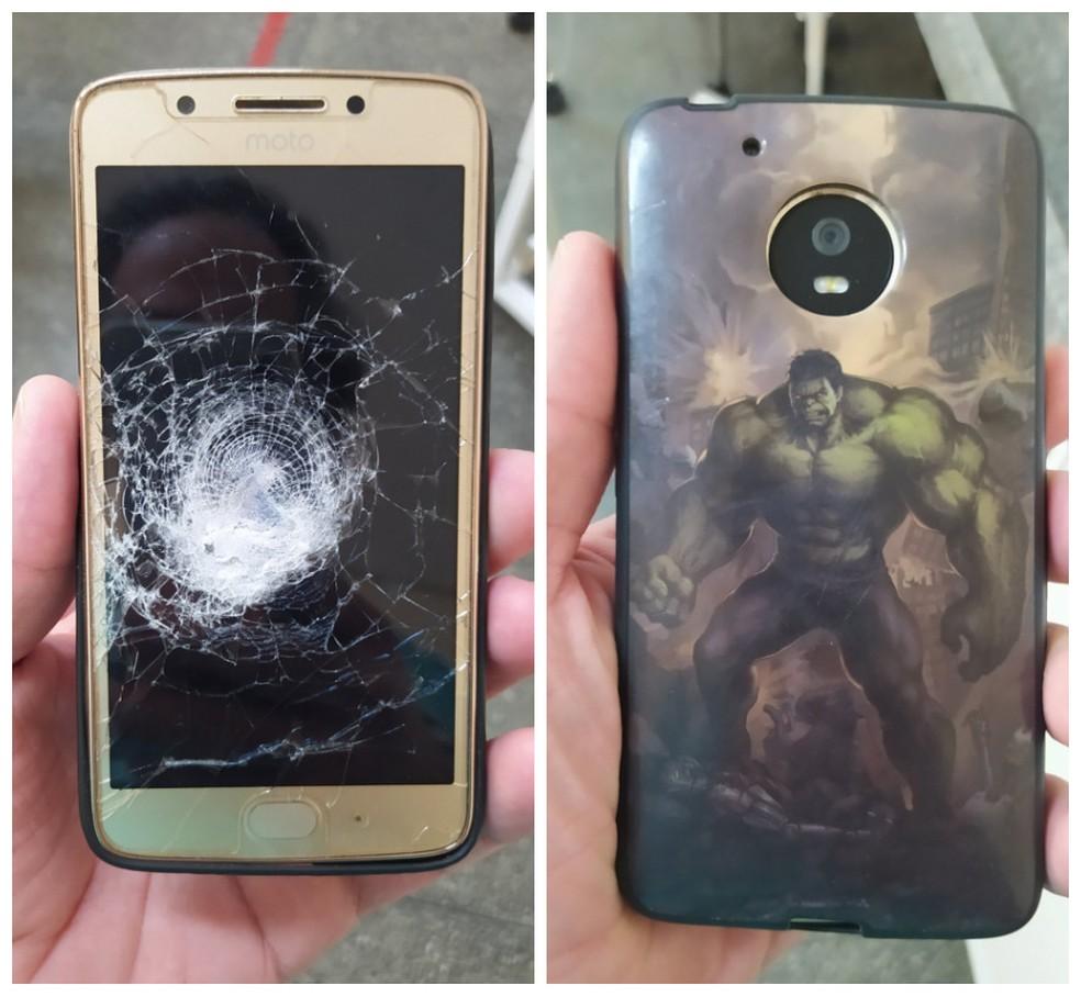 Superpoder? Celular com capinha do 'Incrível Hulk' impede que bala atinja homem em Petrolina — Foto: Reprodução/ Redes Sociais