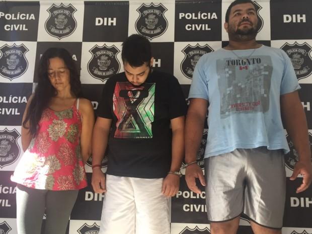 Mulher, filho e namorado estão presos na Delegacia de Homicídios, em Goiânia (Foto: Murillo Velasco/G1)