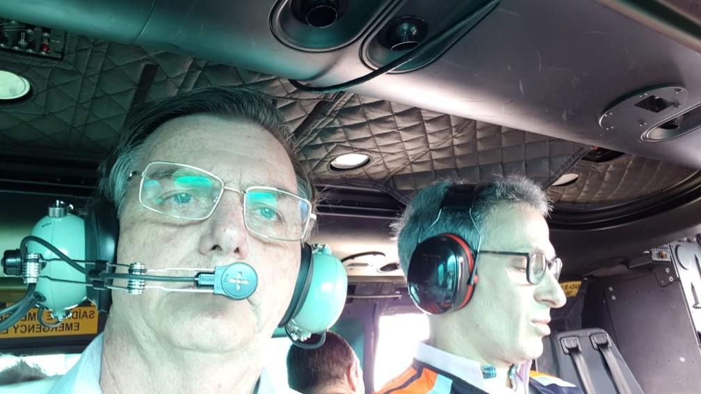 Presidente Jair Bolsonaro e governador de Minas, Romeu Zema, sobrevoa área atingida por rompimento de barragem em MG — Foto: Divulgação/Presidência da República