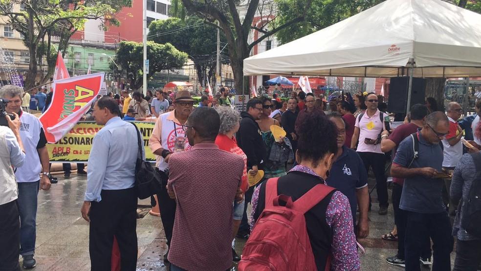 Ato começou por volta das 9h30, na Praça da Piedade — Foto: Phael Fernandes/G1 Bahia