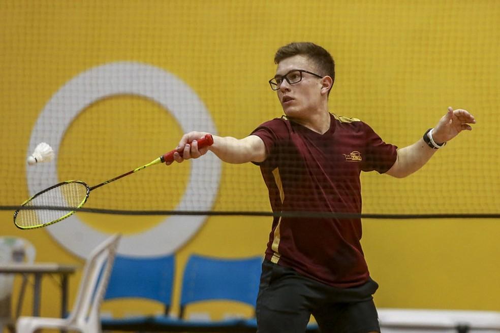 Vitor Tavares é atleta do badminton na classe SS6