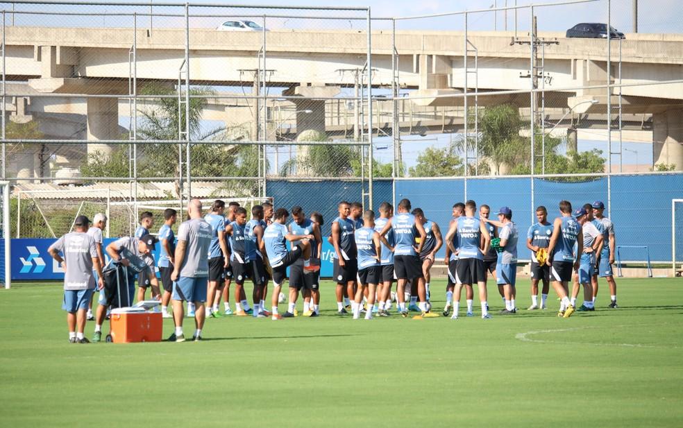 Renato comandou mais um treino fechado no CT Luiz Carvalho — Foto: Lucas Bubols