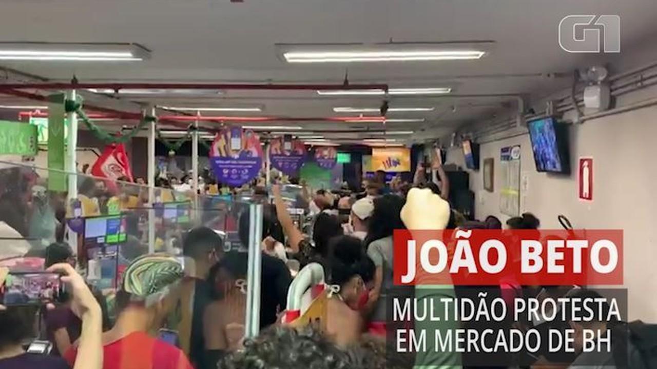 Multidão entra em Carrefour em BH com gritos de protesto contra morte de João Beto