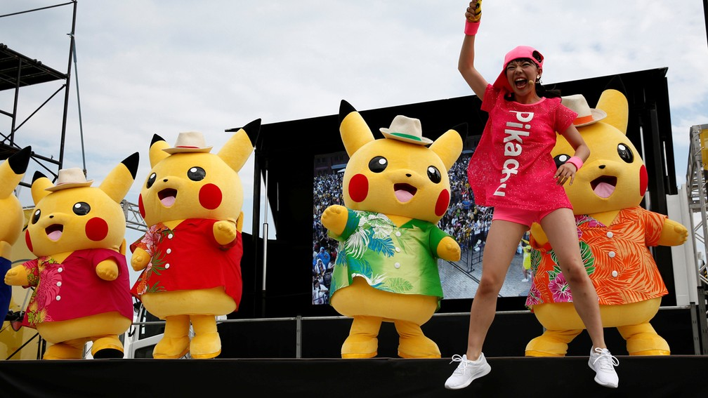 Encontro de 'Pokémon Go' em Yokohama, no Japão, teve Pikachus gigantes (Foto: REUTERS/Kim Kyung-Hoon)