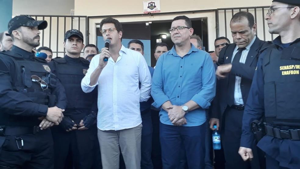 Ministro Ricardo Salles e governador de Rondônia, Marcos Rocha, em visita a Espigão — Foto: Magda Oliveira/G1