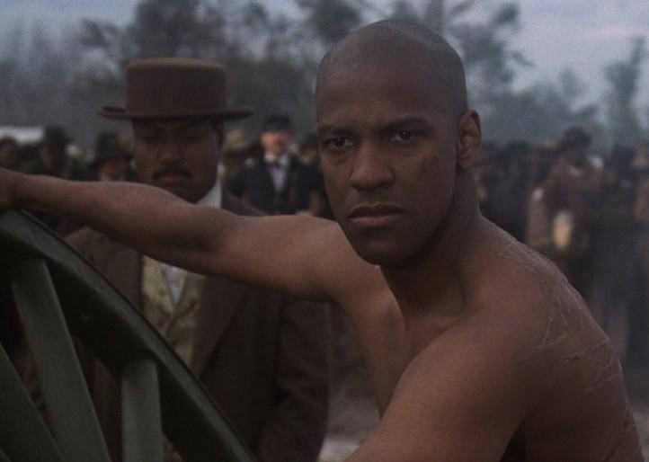 O ator Denzel Washington em cena de Tempo de Glória (1990) (Foto: Reprodução)