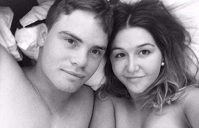 Ayla e seu ex-namorado Joshua (Foto: Reprodução Facebook)