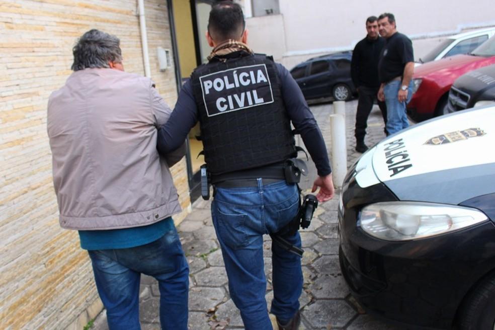 Policiais civis cumpriram mandados de prisão e de busca pela Operação Shalom — Foto: Polícia Civil/Divulgação