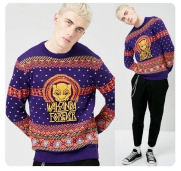 """Modelo usando suéter """"Wakanda Forever"""" em anúncio da Forever 21 (Foto: Twitter)"""