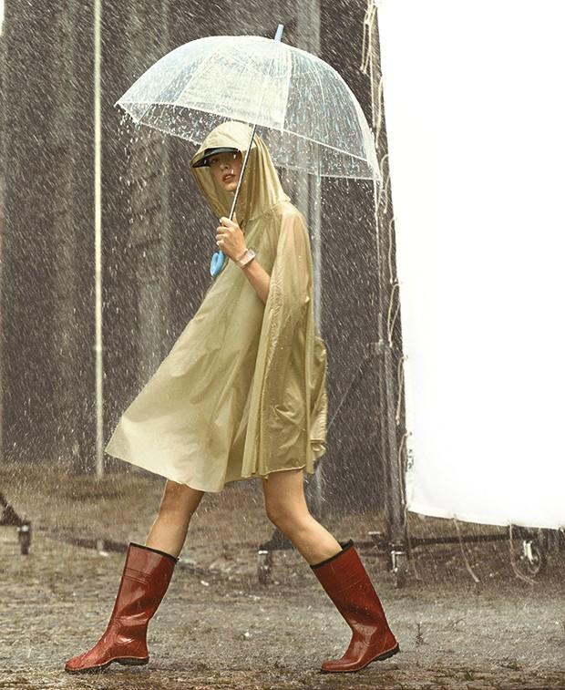 Além de casacos e jaquetas impermeáveis, galochas são perfeitas para dias de chuva (Foto: Gustavo Ipólito (MLages))