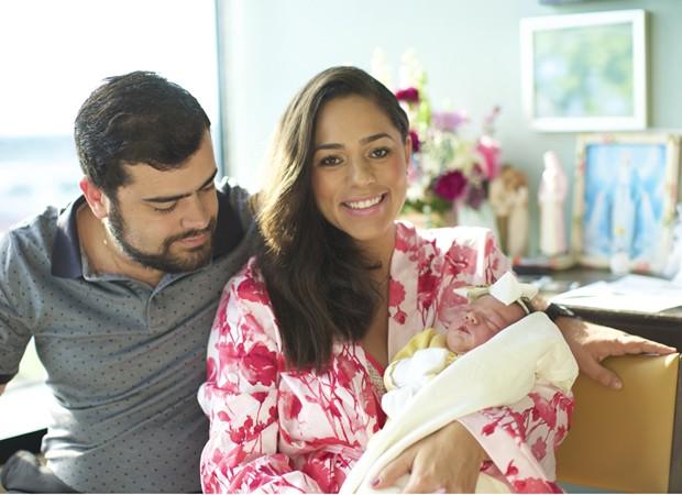 Roberta Almeida e Tom Gonçalves com a pequena Maria (Foto: Arquivo pessoal)