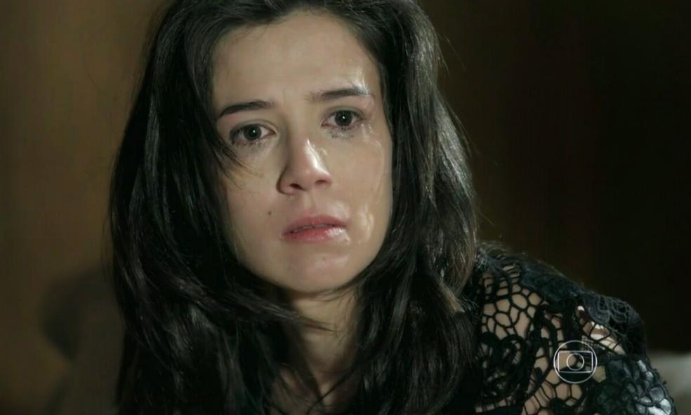 Cora (Marjorie Estiano) fica arrasada por não se lembrar de ter dormido com José Alfredo (Alexandre Nero) - 'Império' — Foto: Globo