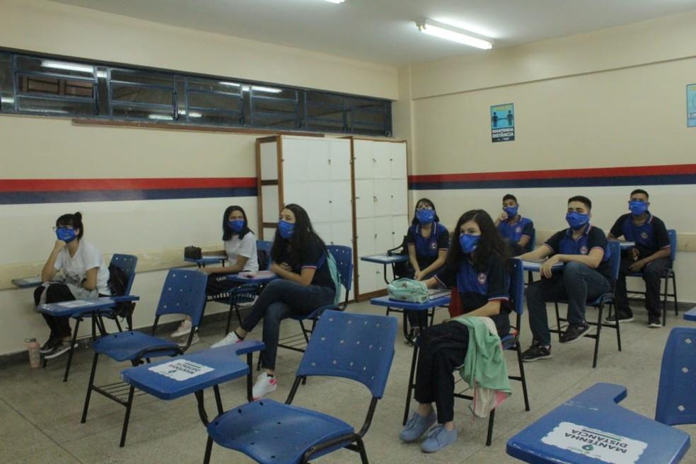 Alunos da Escola Estadual Jacimar da Silva Gama, no Petrópolis, Zona Sul da capital — Foto: Eliana Nascimento/G1 AM