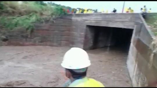 Bombeiros fazem buscas por homem que desapareceu durante temporal em Catalão (GO)