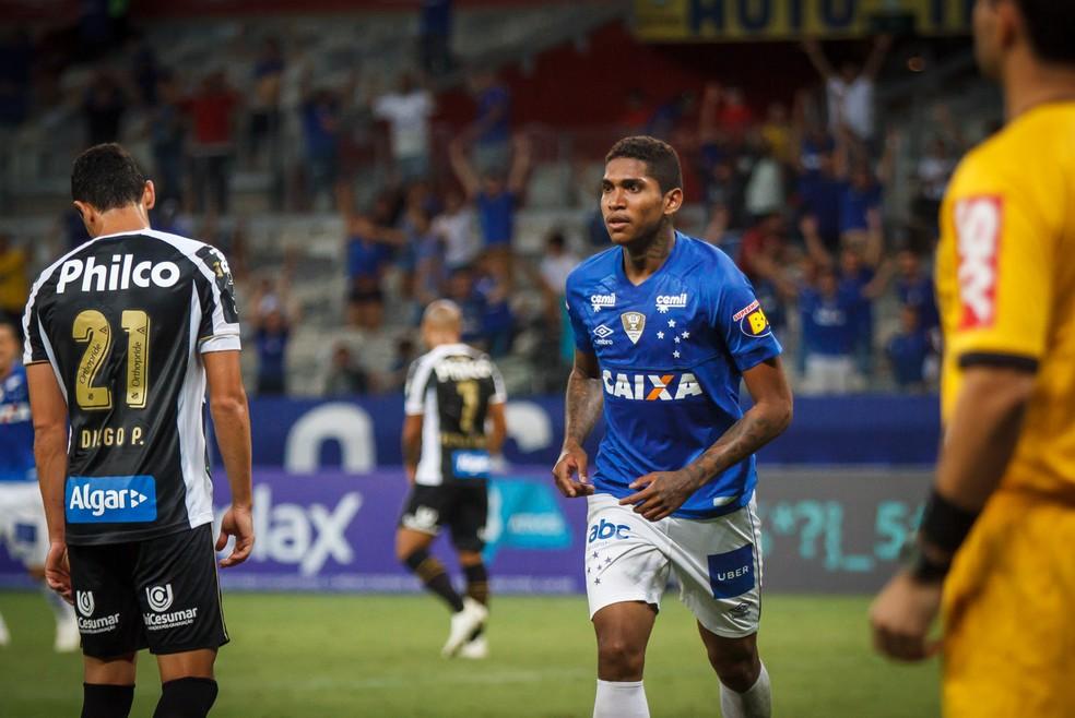 Raniel é um dos jogadores que poderia entrar no negócio  — Foto: Vinnicius Silva