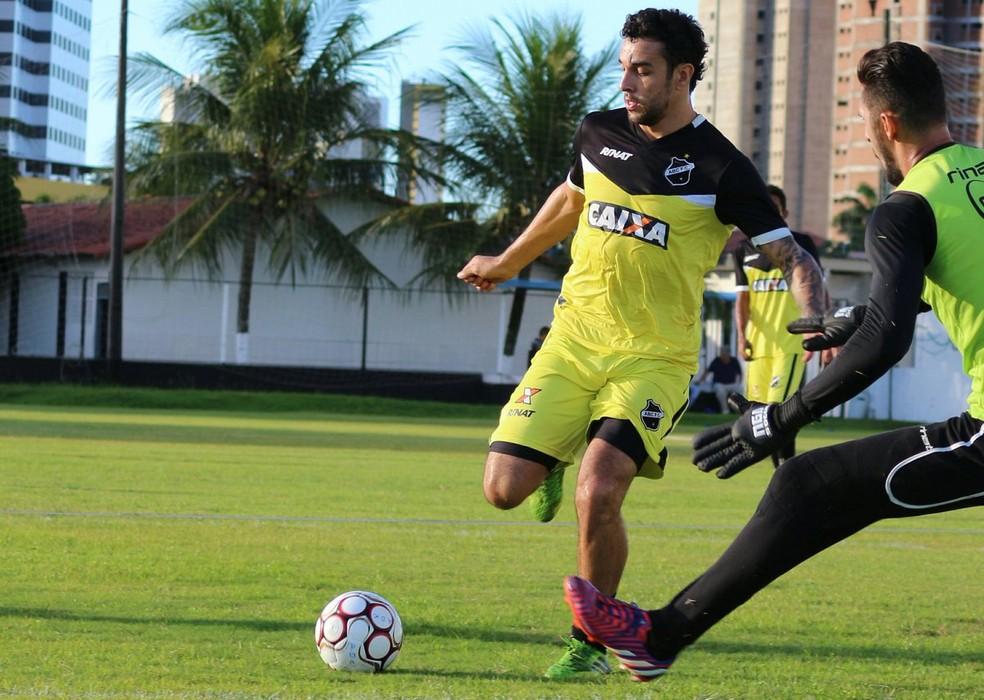 Caio Mancha participa de treino na reapresentação do ABC (Foto: Andrei Torres/ABC)