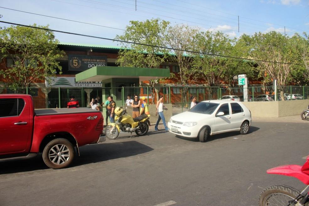 Em Teresina, prova foi cancelada em faculdade após falta de energia (Foto: Júnior Feitosa/G1)