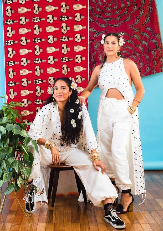 Ju Gastin e Ana Carranca, da Cru Ateliê, vestindo peças da collab entre as duas (Foto: Divulgação)
