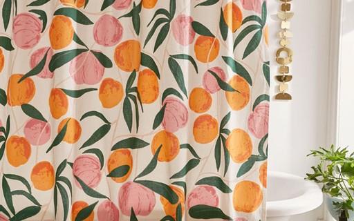 Décor do dia: banheiro colorido com estampa de pêssegos