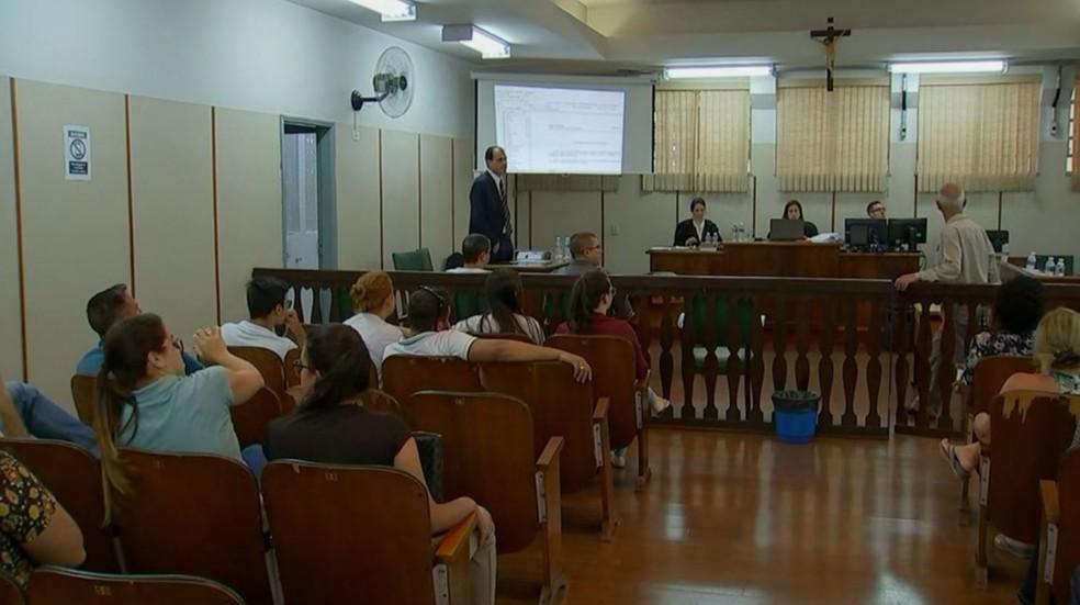 Júri popular do acusado de matar Gláucia Machado foi no Fórum de Angatuba (SP) — Foto: Reprodução/TV TEM