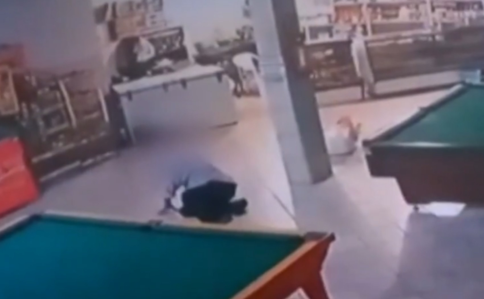 Idoso deixa hospital após ser agredido por cliente que se recusou a usar máscara em bar: 'Não desejo isso a ninguém'