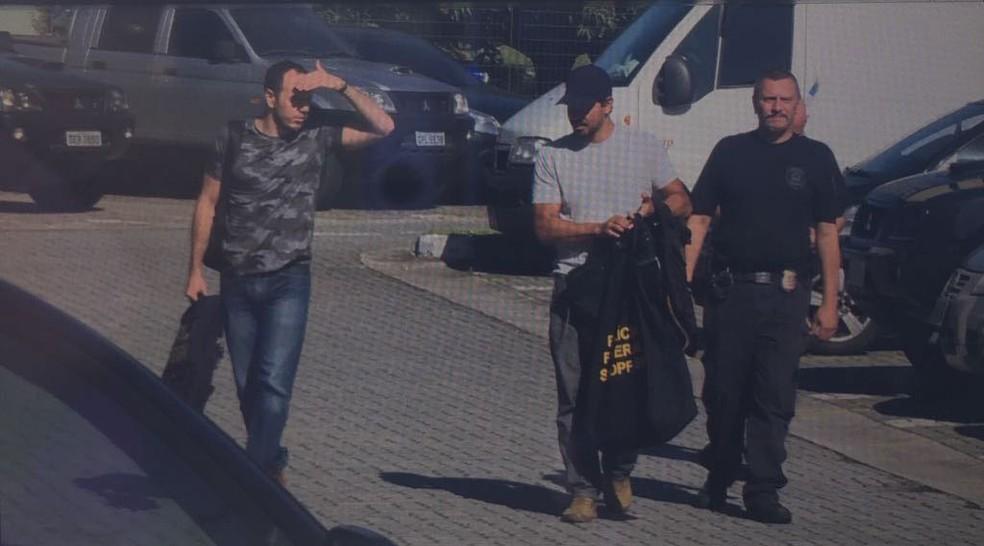 Policiais federais e servidores da Receita saíram às ruas nesta manhã pela operação Baixo Augusta (Foto: Leandro Matozo/GloboNews)