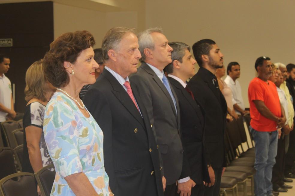 Casal real canta Hino Nacional na Organização Imperial Brasileira em Rondônia (OIB/RO). (Foto: Pedro Bentes/G1)