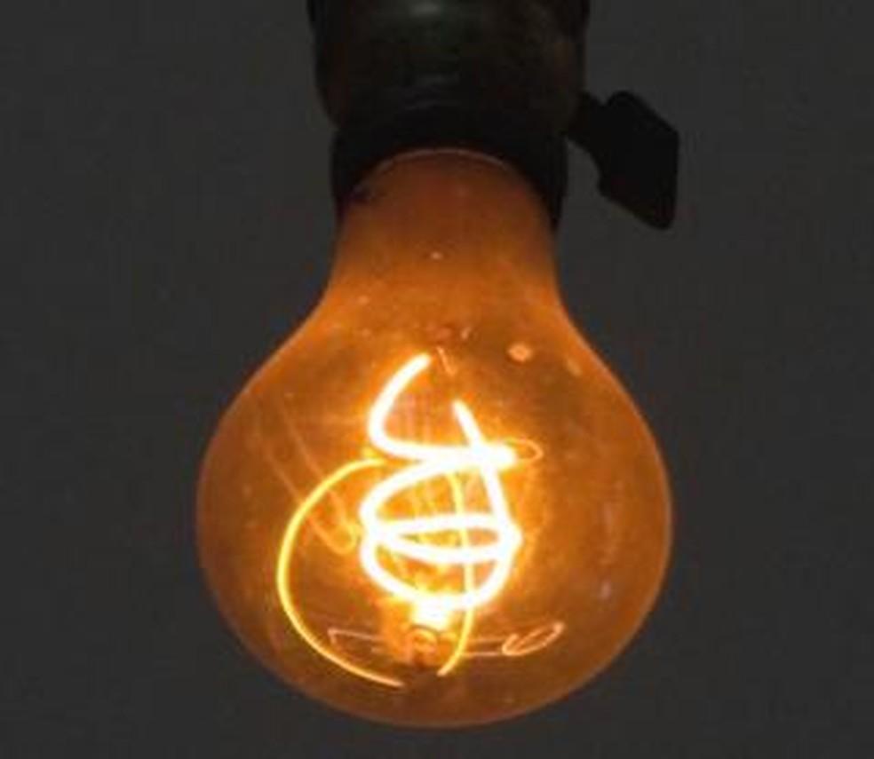 A Lâmpada Centenária, que ilumina uma unidade dos bombeiros na Califórnia (EUA) há 117 anos, tem mais de 1 milhão de horas de uso. (Foto: LPS.1/Wikimedia Commons)