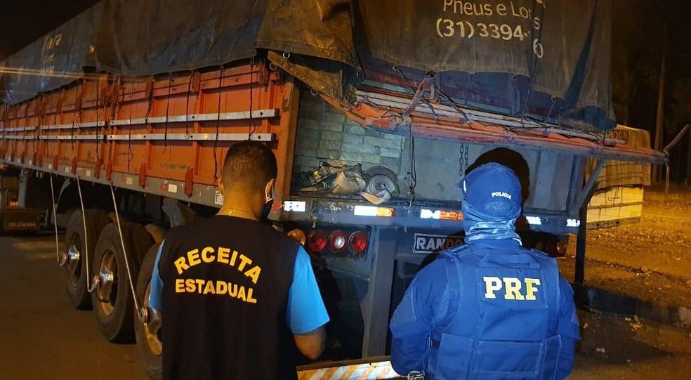 Carga de madeira serrada foi apreendida em RO — Foto: PRF/Divulgação