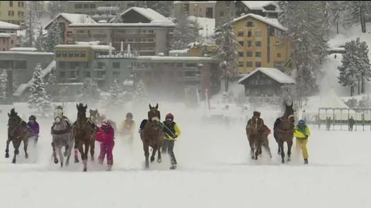 Suíça realiza corrida de cavalos na neve há 112 anos