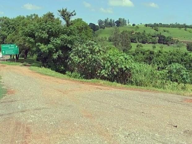 Adolescente tentou fugir por matagal mas foi baleado (Foto: Reprodução/TV TEM)