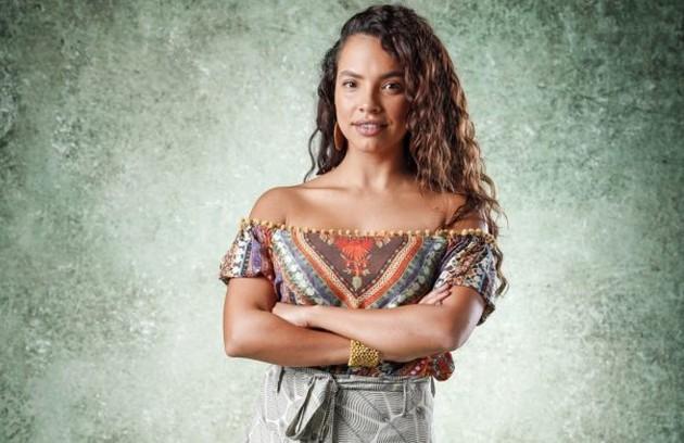 Na sexta-feira (16), Francisca (Gabriela Moreyra) ficará em apuros em meio a um grupo de bandidos e será salva por Ramon (Foto: TV Globo)