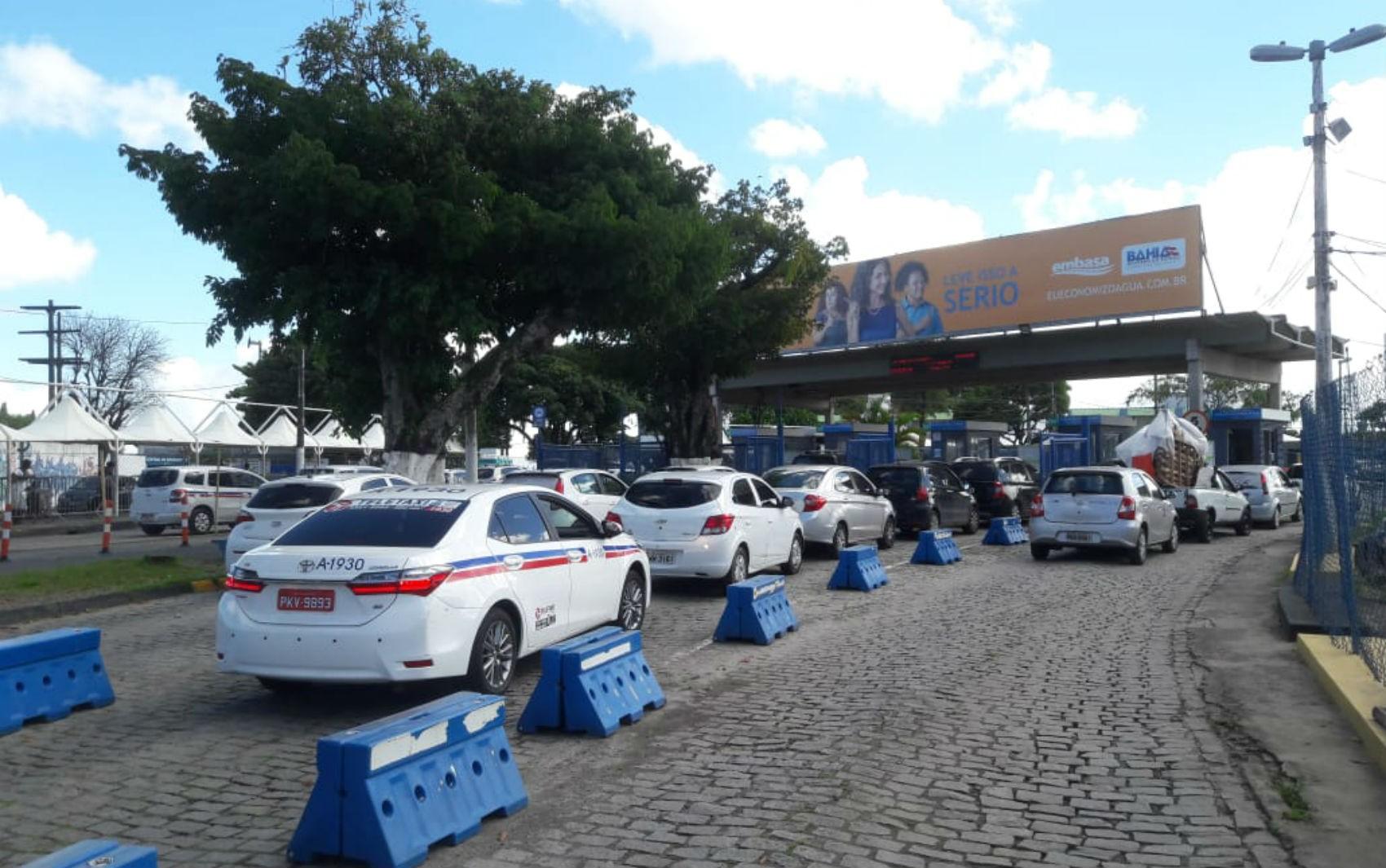 Ferry boat tem movimento tranquilo para carros e pedestres; principais estradas da Bahia seguem sem congestionamento