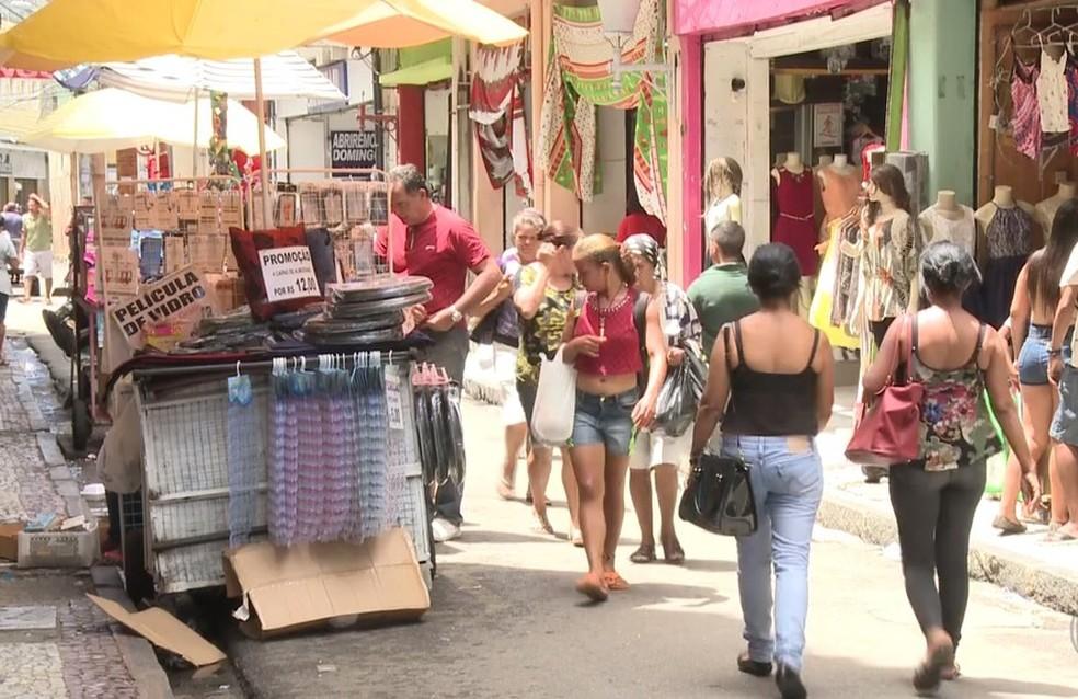 Comércio no Centro do Recife tem funcionamento facultativo até a segunga (12), fechando na terça (13). (Foto: Foto: Reprodução/TV Globo)