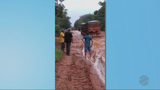 Prefeitura de MT decreta situação de emergência após chuvas causarem atoleiros e prejudicarem escoamento de produção
