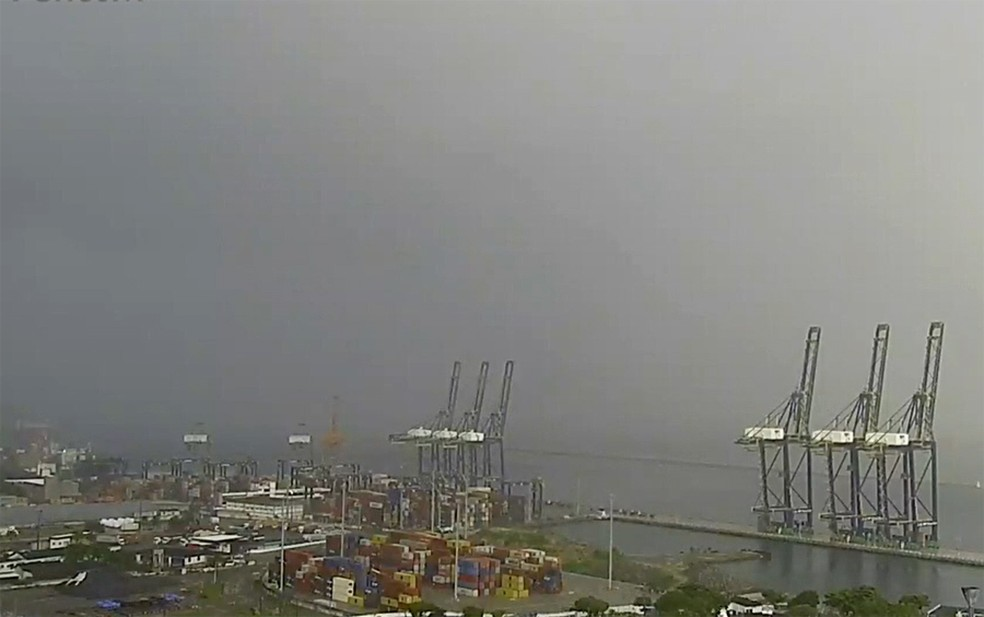 Salvador amanhece com céu encoberto e chuvas isoladas nesta quinta — Foto: Reprodução/TV Bahia
