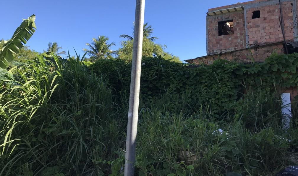 Vazio e silêncio de sobreviventes marcam um ano do desabamento que deixou quatro mortos no bairro de Pituaçu, em Salvador — Foto: Itana Alencar/G1