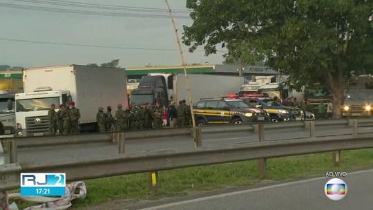 Militares e PRF estão em Seropédica para garantir escolta de caminhoneiros