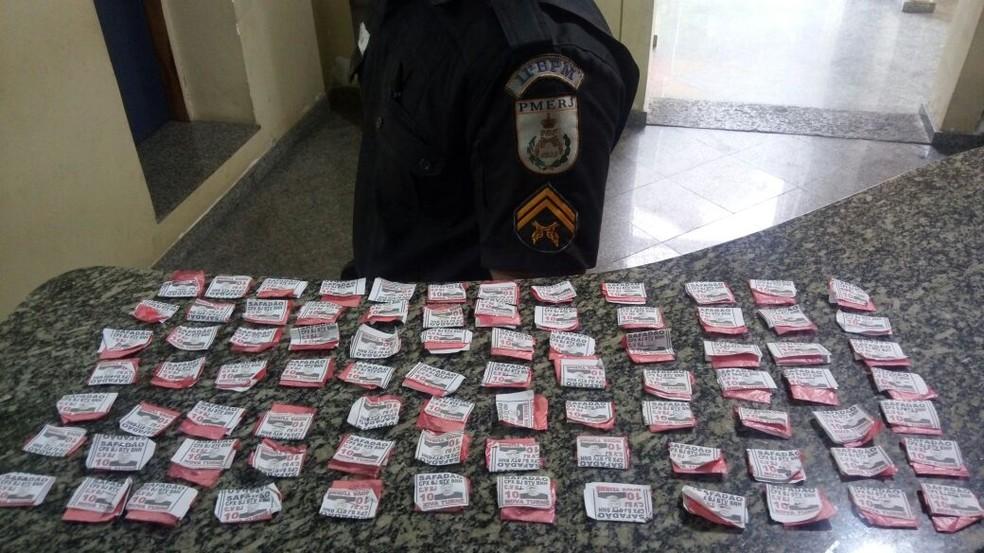 Drogas apreendidas foram levadas para a 158ª Delegacia de Polícia (Foto: Polícia Militar | Divulgação)
