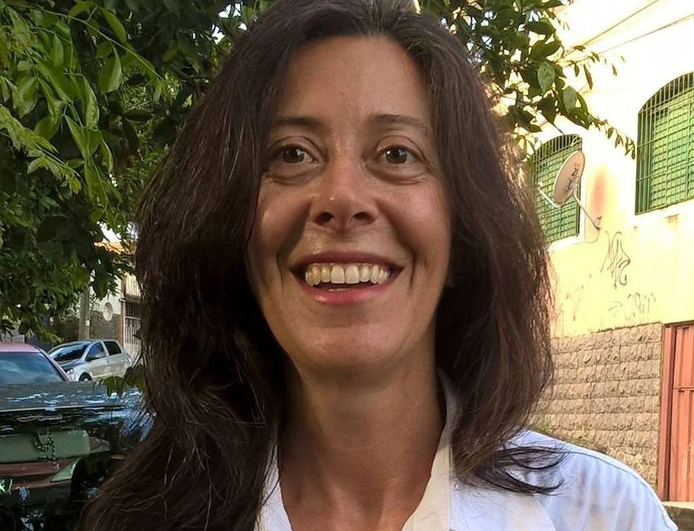 Jacqueline Duarte de Oliveira, de 50 anos. Ela tem um emprego público com carga horária semanal de 30 horas e busca outro emprego que a remunere melhor (Foto: Arquivo Pessoal)