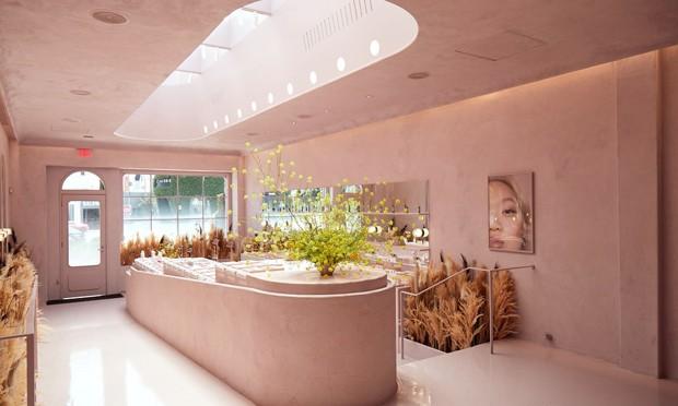 Nova loja da Glossier em Los Angeles tem interiores millennial pink (Foto: Divulgação)