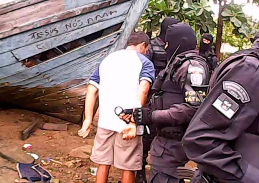 Um dos alvos da operação 'Fugitivus' foi preso no Paço da Pátria, na Zona Leste de Natal (Foto: PM/Divulgação)
